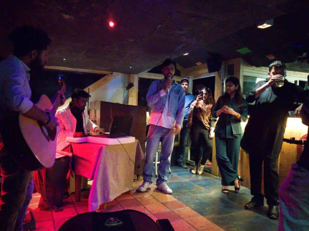 Singer singing Live at Hotel in Kasauli Regency